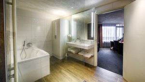 luxury family room with bubble bath Hotel Gilze - Tilburg