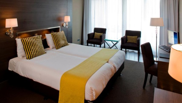 Balkon Met Jacuzzi : Superior whirlpool kamer met balkon van der valk hotel gilze tilburg