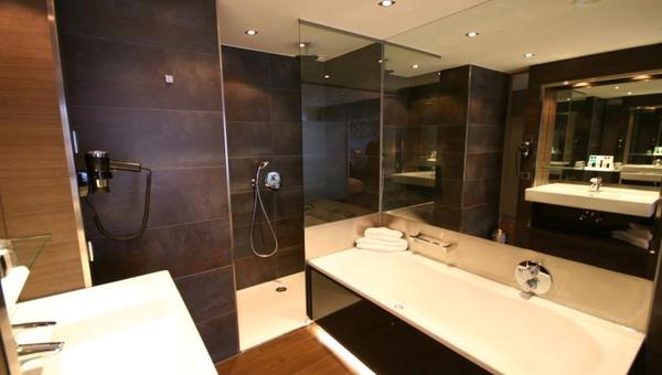 Superior Whirlpool Zimmer mit Balkon | Van der Valk Hotel Gilze ...
