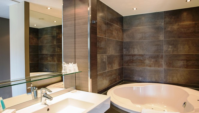 Superior room with jacuzzi Hotel Gilze - Tilburg