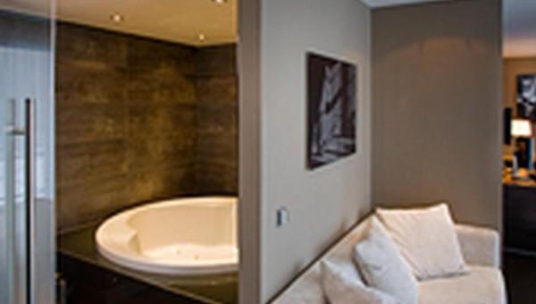 Balkon Met Jacuzzi : Superior sauna suite van der valk hotel gilze tilburg